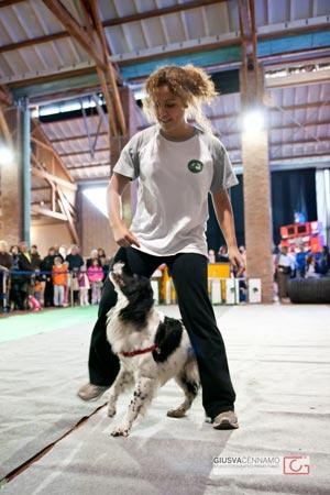 Virna in una dimostrazione di dog dance